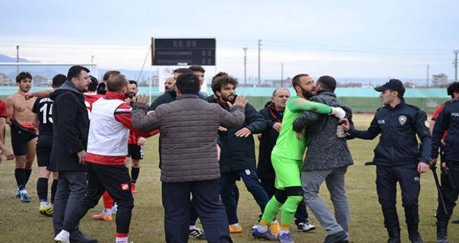 Aksaray'da amatör maç sonrası futbolcular kavga etti