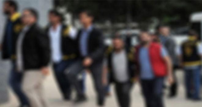 İzmir'de operasyon: 2'si üsteğmen 11 gözaltıİzmir'de operasyon: 2'si üsteğmen 11 gözaltı