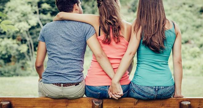 Yargıtay kararını verdi! Aldatılan kişi eşinin sevgilisinden tazminat isteyebilir mi?