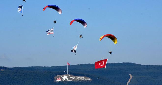 THK'nın motorlu yamaç paraşütü ekibi Çanakkale semalarında
