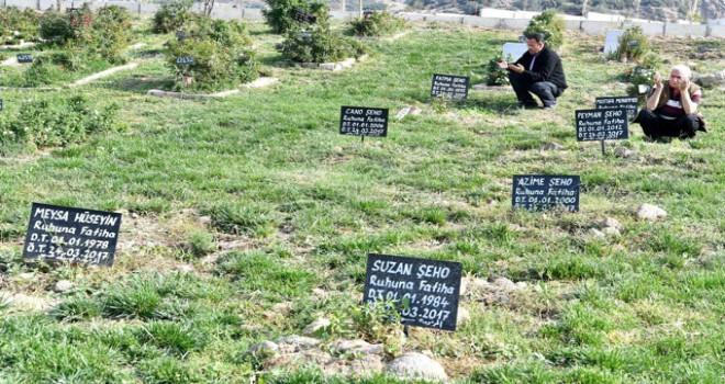 DNA örneği alındıktan sonra kimsesizler mezarlığında toprağa veriliyorlar