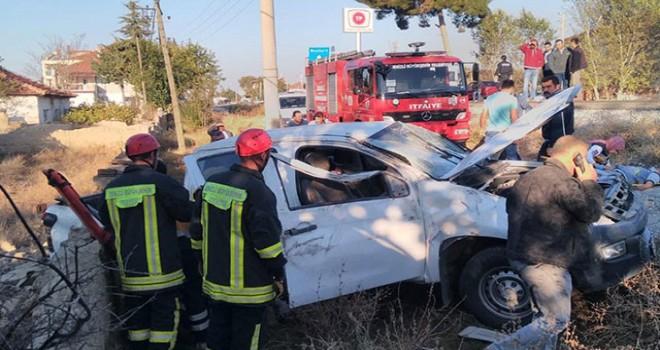 Lastiği patlayan kamyonet şarampole yuvarlandı: 1 ölü, 3 yaralı