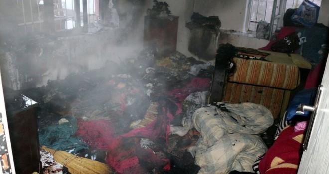Annenin evde bıraktığı 3 kardeş yangında ölümden döndü