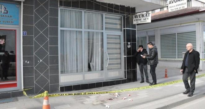 Şehide haciz gönderen avukatın bürosuna saldırı