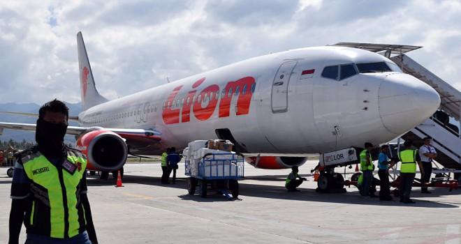 188 yolcusu bulunan uçak, Endonezya'da düştü