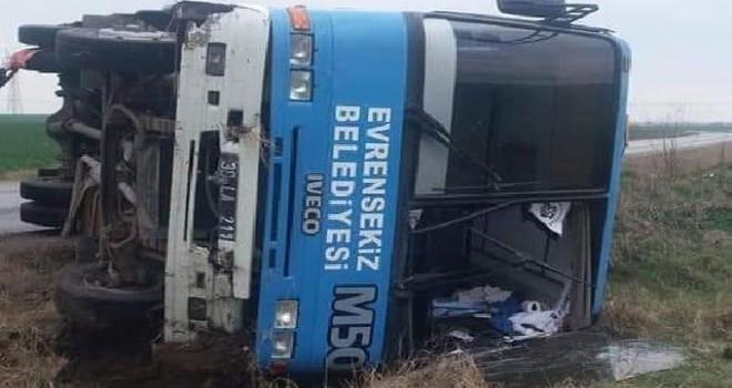 Kırklareli'de futbolcuları taşıyan midibüs devrildi: 15 yaralı
