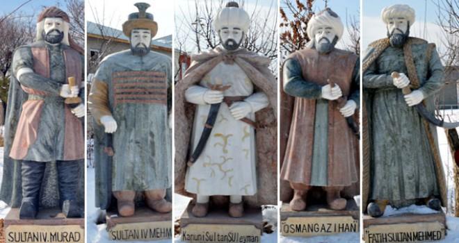 5 Osmanlı padişahının mermer heykelini Çin'de yaptırıp Van'a getirdi