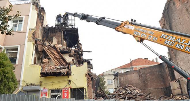 Fatih'te çöken ve 2 kişinin öldüğü bina için mahalleliden ihmal iddiası