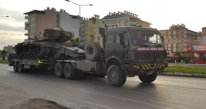 Hatay-Suriye sınırına askeri araç ve tank sevkiyatı