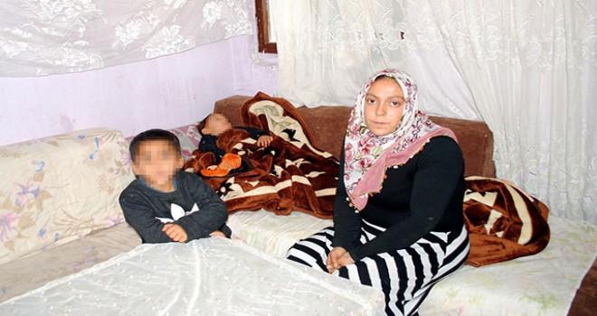 3 küçük çocukla tek göz odada yaşam mücadelesi veriyor