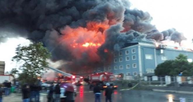 İBB ve Valilik'ten İstanbul'daki büyük yangınla ilgili açıklama