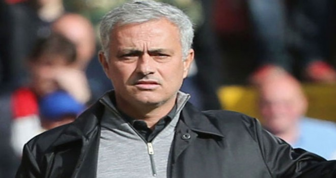 Manchester United, Mourinho'nun görevine son verdi