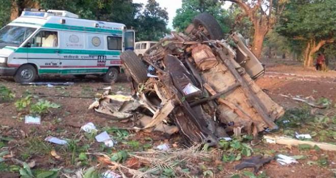 Hindistan'da siyasi parti konvoyuna bombalı saldırı: 5 ölü