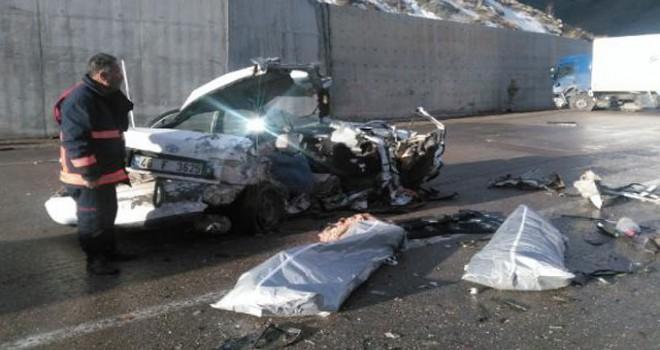 Kargo kamyonu ile otomobil çarpıştı: 2 ölü, 3 ağır yaralı