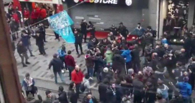 Trabzonsporlu taraftarlar İstiklal'deki GS store mağazasına saldırdı