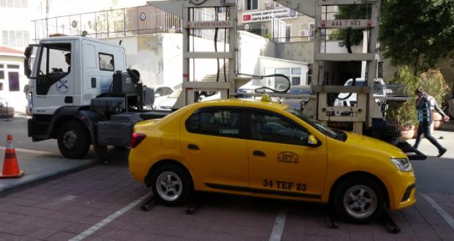 'Kısa mesafe' gerekçesiyle yolcu almadığı iddia edilen taksi trafikten men edildi