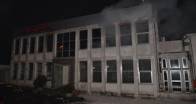 Eyüpsultan'da kullanılmayan bir traktör fabrikasında yangın çıktı