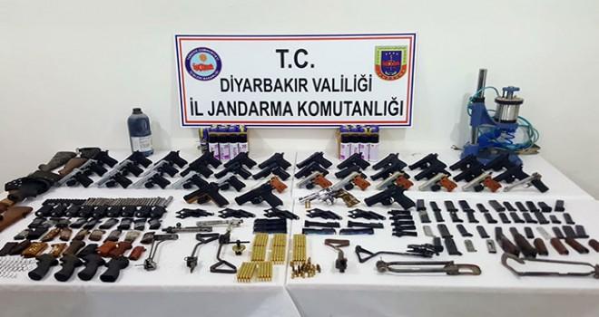 Diyarbakır'da kaçak silah operasyonu: 5 gözaltı