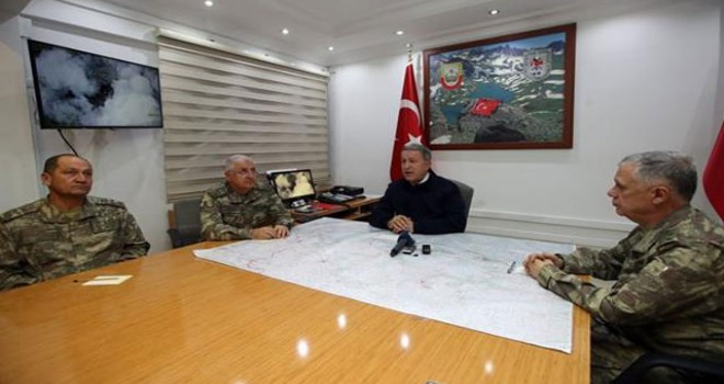 Bakan Akar, Derecik'te yaralanan askerleri ziyaret etti