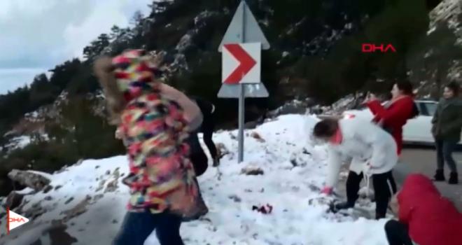 Datça zirvelerine 3 yıl sonra kar yağdı