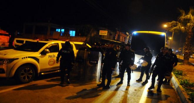 Gözaltına alınan kişiyi geri almak için polise saldırdılar: 7 gözaltı