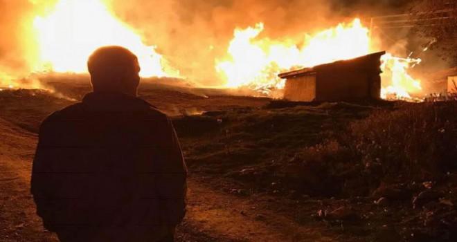 Elektrik kontağından çıkan yangında 3 ev küle döndü