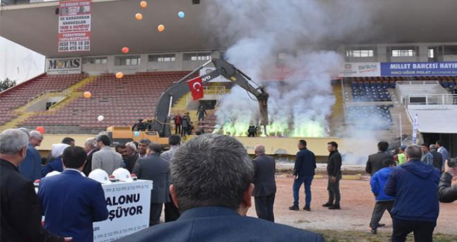 Millet Bahçesi olacak Malatya İnönü Stadyumu'nun yıkımı başladı