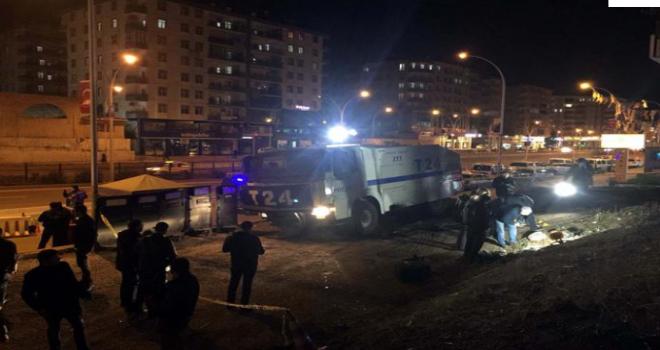 AK Parti binasının yakınındaki polis noktasına el yapımı patlayıcı ile saldırı