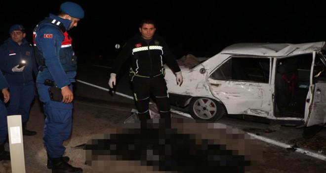 Kemer'de otomobil duvara çarptı: 2 ölü, 4 yaralı