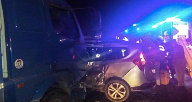 Manisa'da kamyon ile çarpışan hafif ticari araçtaki 2 kişi öldü, 2 kişi yaralandı