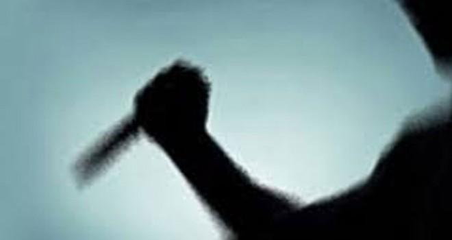 Kavga ettiği erkek arkadaşını göğsünden bıçakladı