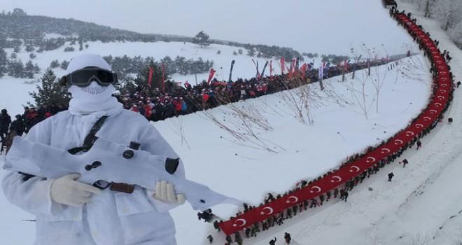Sarıkamış şehitleri için 7'den 70'e binlerce kişi karda yürüdü