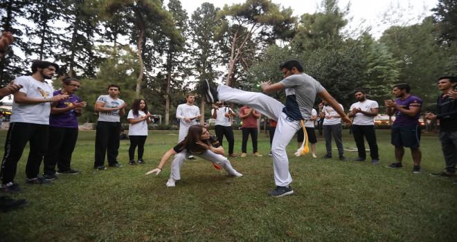 Bucalılar Capoeria savunma sanatı öğreniyor