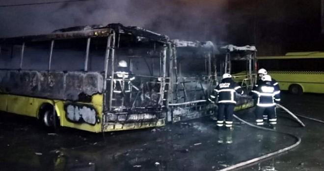 Tekirdağ'da, park halindeki 3 özel halk otobüsü yandı