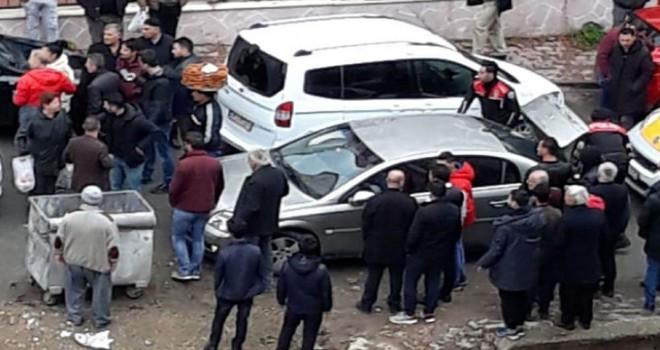Sivas'ta, kadını otomobile zorla bindirmeye çalışanlar...