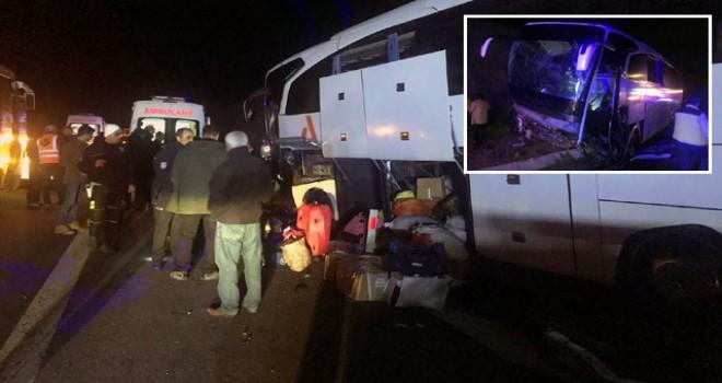 Yolcu otobüsü refüje çarptı: 21 yaralı