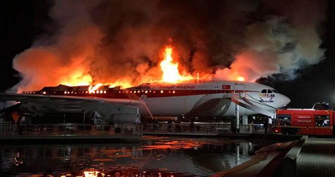 Konya'da uçak restoran- kafede yangın