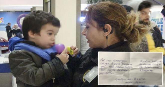 Anne, 3 yaşındaki oğlunu AVM'de cebine not bırakıp...