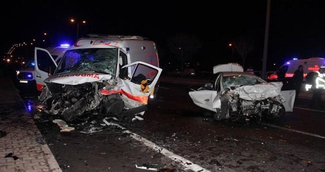 Kayseri'de ambulans ile otomobil çarpıştı: 5 ölü...