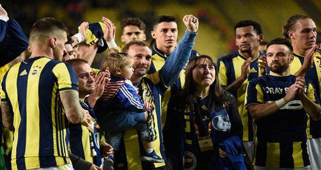 Fenerbahçe galibiyeti Koray Şener'in ailesine hediye...