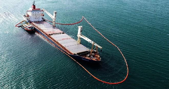 Şile'de karaya oturan kargo gemisinde çalışmalar...