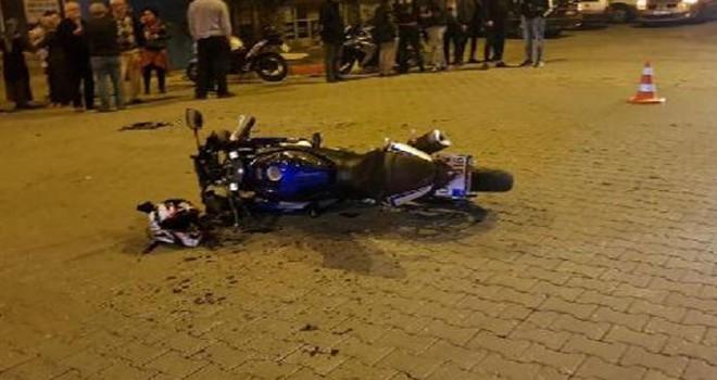 Nazilli'de motosiklet otomobile çarptı: 2 kişi...