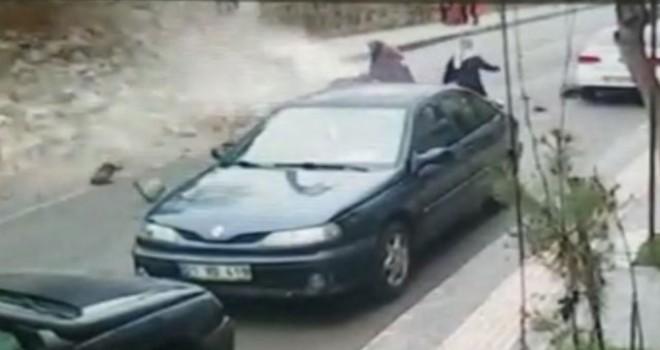 İstinat duvarı yıkıldı, 3 kadın son anda kurtuldu