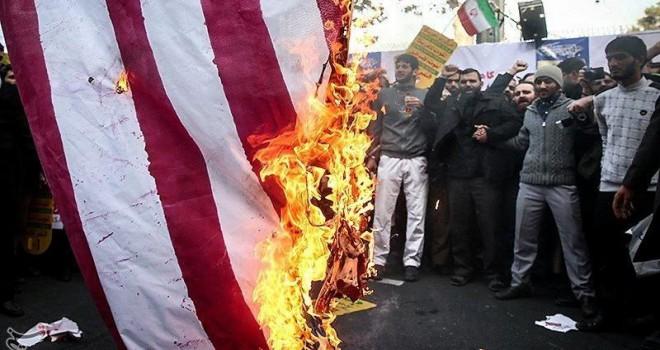 İran'da tansiyon yükseldi… Binlerce insan sokakta...