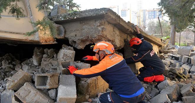 Kahramanmaraş'ta bina çöktü