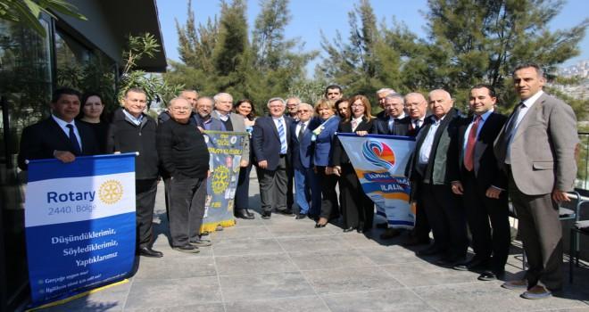 Çiğli Rotary Kulübü'nden Nedim Uysal'a ödül