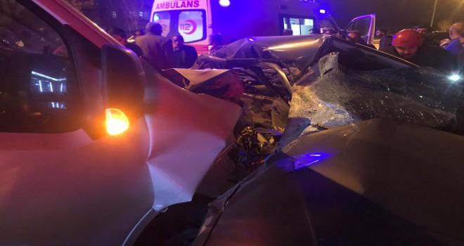 Otomobil, minibüsle çarpıştı: 1 ölü, 1 yaralı