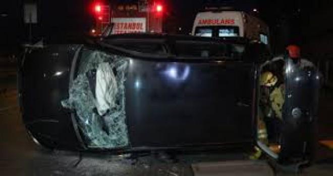 Beyoğlu'nda kaldırıma çarpan araç takla attı:...