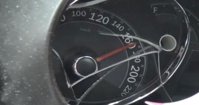TIR'a arkadan çarpan otomobilin hız kadranı 165'te...