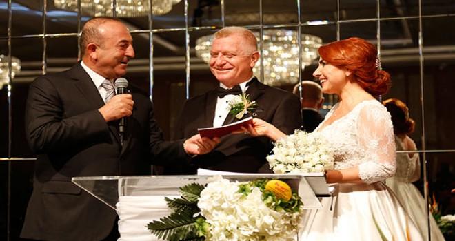 Bakan Çavuşoğlu, Antalya'da nikah törenine katıldı